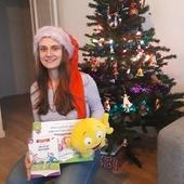 JOYEUX NOËL ! 🥳  Les Alphas vous souhaitent un très joyeux Noël ! Un membre de notre équipe, en compagnie de monsieur a, a été gâté par le Père Noël et va pouvoir lire ses premiers textes en 2021 ! 😉  Participez vous aussi à notre challenge si vos enfants ont découvert au pied du sapin de beaux outils Récréalire, en publiant une jolie photo, en ajoutant #challengedenoelrecrealire sous votre photo et en taguant notre compte !  #lesalphasofficiel #lesalphas #methode #lecture #recrealire #editionsrecrealire #edition #pedagogie #apprentissage #noel #cadeau #challengedenoelrecrealire