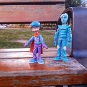 [JEUDI COULISSES]  Vous avez peut-être les figurines des Alphas à la maison ou à l'école, mais saviez-vous que les personnages du conte tels que Petit Malin ou Cosmopolux existent également ?  Certains d'entre vous les attendent depuis longtemps...Sachez qu'ils seront de nouveau disponibles sur notre site www.editionsrecrealire.com le mois prochain !  Parfaites pour réaliser des activités, ces figurines très attendues permettront aux enfants de développer leur imagination et leur créativité.  En plus de Petit Malin et Cosmopolux, les figurines de la fée, de Furiosa et du Bêta seront également disponibles ! Également, nous avons tenu compte de vos remarques et vous annonçons que les personnages ne seront plus munis de bras articulés, afin de renforcer leur solidité, et vous remercions pour vos retours qui nous ont permis de les améliorer.  Encore un peu de patience ! 😉  #lesalphasofficiel #lesalphas #methode #lecture #recrealire #edition #pedagogie #apprentissage #figurines #enfants #lire #personnage #jeu #apprendre #imagination