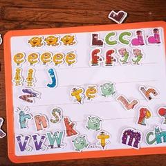 """[MARDI PÉDAGOGIE]  Une fois que les enfants ont fait la connaissance des Alphas et découvert les sons que chaque personnage représente, notamment grâce au livre """"La Planète des Alphas"""", ils vont pouvoir travailler sur l'identification des sons !  Cela peut se faire grâce aux 28 figurines des Alphas que les enfants manipulent pour mieux connaître les personnages et leurs formes (celles des lettres de l'alphabet) afin de distinguer les sons que produisent les Alphas, mais également au moyen de nos ardoises magnétiques !  Celles-ci permettent aux enfants de développer leur sens de la manipulation et d'apprendre tout en s'amusant. En plaçant les magnets des Alphas sur l'ardoise, ils vont pouvoir composer leurs premiers mots !  En réalisant différentes activités, contenues notamment dans un livret d'activités, l'enfant va de mieux en mieux connaître les Alphas et être en mesure d'écrire des premiers mots simples, en plaçant les magnets des Alphas dans le bon ordre en fonction des sons qu'il entend dans les mots.   L'ardoise magnétique classique (photo 1) et l'ardoise magnétique premium (photo 2) sont ainsi de jolis supports pour apprendre de manière ludique ! L'ardoise magnétique premium contient en plus de la version classique, un feutre et un effaceur, et ses aimants sont plus souples à manipuler.  Retrouvez-les sur notre site www.editionsrecrealire.com !  #lesalphasofficiel #lesalphas #methode #lecture #recrealire #editionsrecrealire #edition #pedagogie #apprentissage #ardoise #aimant #mot #magnet"""