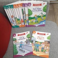 """[JEUDI COULISSES]   C'est l'été, et malgré les vacances, les Alphas vont être studieux !   Ils préparent leurs ouvrages de la collection """"Apprendre à lire avec LES ALPHAS"""" afin de les avoir avec eux pour s'entraîner avant la rentrée.   Avez-vous aussi prévu d'emmener nos ouvrages avec vous pendant les vacances ?   #lesalphasofficiel #lesalphas #methode #lecture #recrealire #editionsrecrealire #edition #pedagogie #apprendre #lire #enfant #texte #son #ouvrage #collection #vacances"""