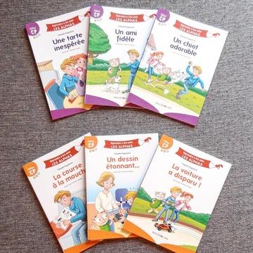 """[MARDI PÉDAGOGIE]  Afin de permettre aux enfants de lire leurs premières histoires, une fois qu'ils ont découvert que les Alphas se transformaient, nous avons sorti en juin dernier une nouvelle collection, """"Apprendre à lire avec LES ALPHAS"""".  Celle-ci propose des textes avec 3 niveaux de lecture, Début, Milieu et Fin CP pour suivre la progression de l'enfant.  Dans les ouvrages Début CP de couleur violette, les enfants ont pu lire des histoires ne comportant que des sons simples, avec des codes couleurs pour les aider à identifier les lettres muettes et attirer leur attention sur la prononciation du -e (certains mots, quand ils ne pouvaient être remplacés dans le texte, contiennent des sons complexes mais il est indiqué aux adultes d'aider l'enfant).  En cette période de l'année, les enfants ont peut-être découvert ou sont en train de découvrir les sons complexes, tels que """"in"""", """"on"""", """"an"""", """"ou"""", """"eu"""" et """"oi"""" que l'on trouve dans beaucoup de mots. Ils vont ainsi pouvoir entrer dans la lecture des albums Milieu CP de couleur orange qui contiennent des mots avec des sons complexes !  Afin de vérifier si les enfants comprennent bien les histoires, des questions de compréhension sont présentes à la fin de l'album.  Connaissez-vous notre collection ? Retrouvez-la sur notre site www.editionsrecrealire.com ou en librairies !  #lesalphasofficiel #lesalphas #methode #lecture #recrealire #editionsrecrealire #edition #pedagogie #apprendre #album #collection #cp #livre #texte #son"""
